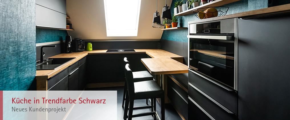 Küche in der Trendfarbe Schwarz