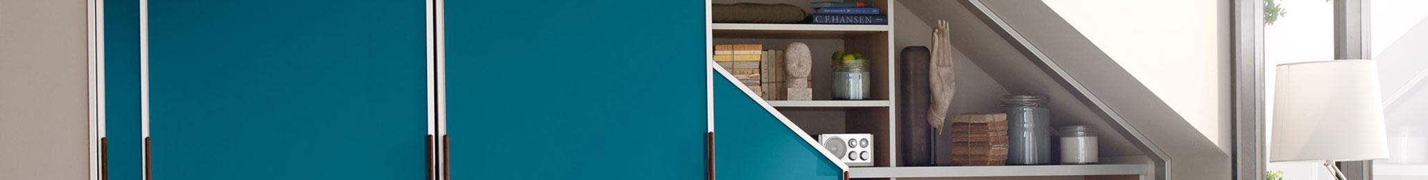 Einbauschrank in Dachschräge mit Gleittüren von Cabinet