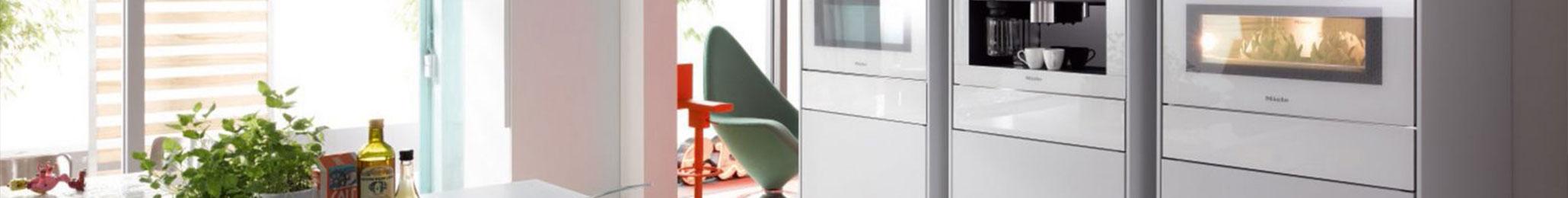 Hochgesetzte weiße MIELE Elektrogeräte von KIEPPE aus Arnstadt