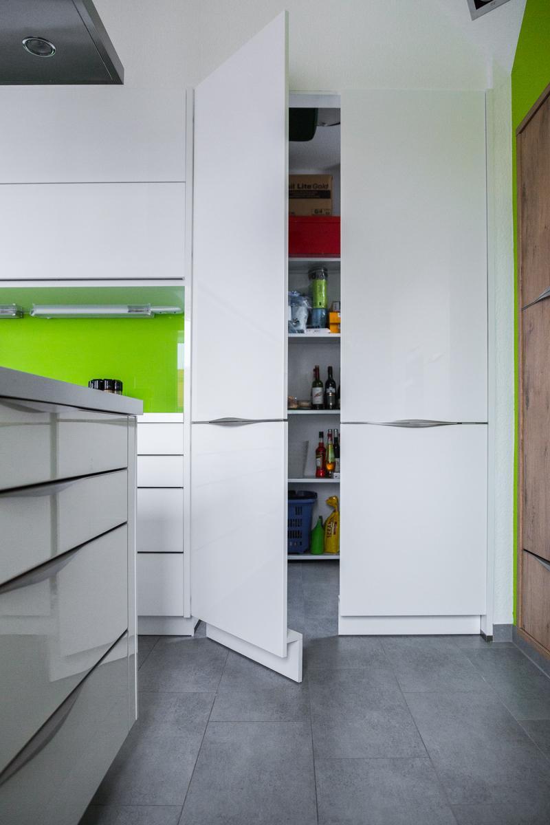 Attrayant Versteckte Speisekammer   Sehr Günstige Lösung Für Maximalen Stauraum   Tür  Im Schrank   Begehbarer Küchenschrank