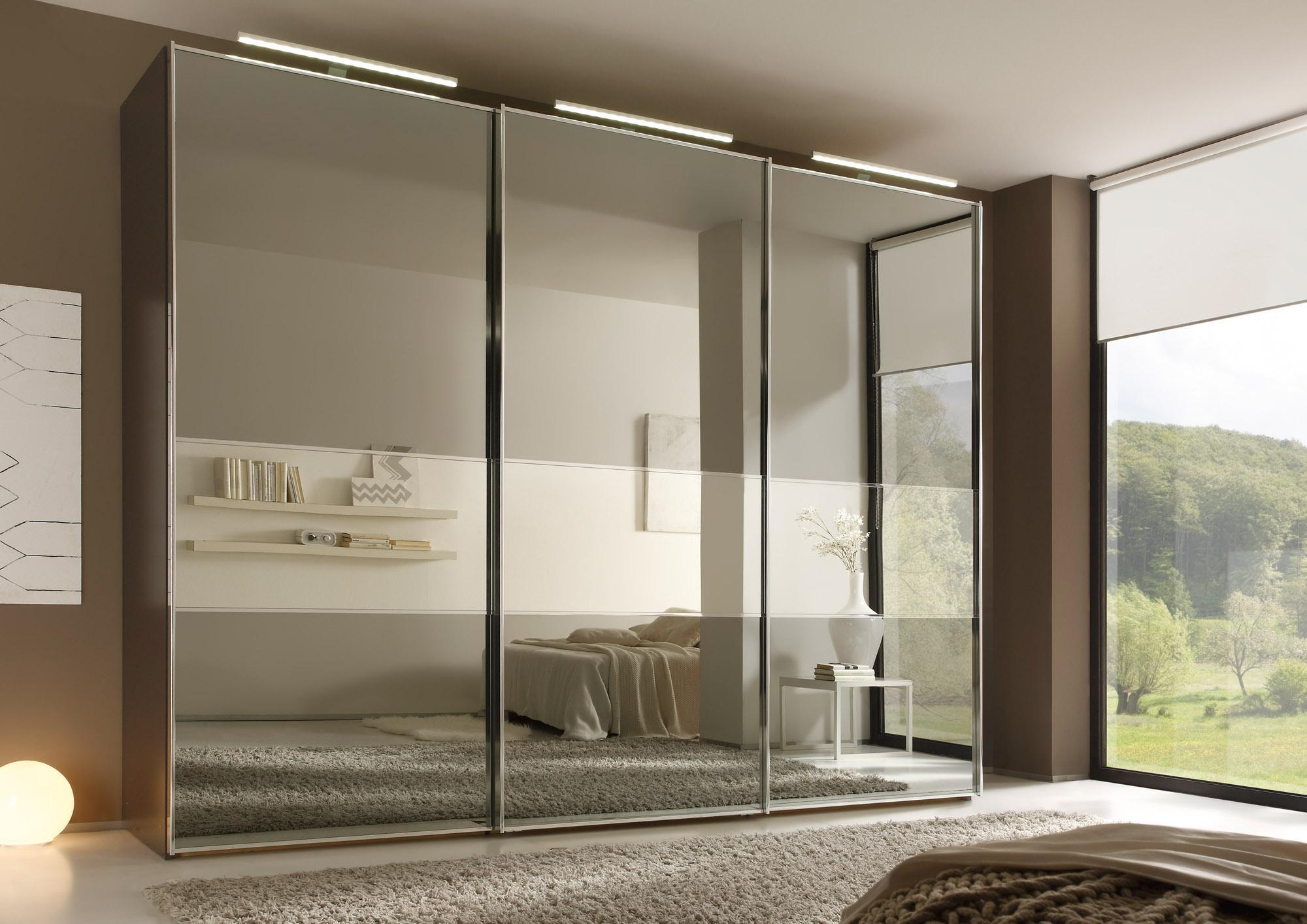 gro er kleiderschrank mit spiegel abodyissue. Black Bedroom Furniture Sets. Home Design Ideas
