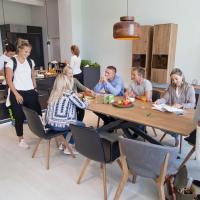 KIEPPE CityStore Erfurt, modernde Küche hochglanz, grau, Bora , MIELE, Echtholztisch, Kreuzgestell, Massivholz,