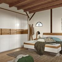 Schlafzimmerienrichtung mit Bett in Alpinweiß