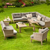 Lounge System aus Geflecht und Teakholz mit Tisch und Sonnensofa statt Sonnenliege
