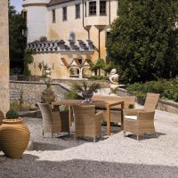 Garten Garnitur aus Geflecht mit Tisch und Stühlen