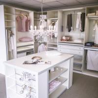 Ankleidezimmmer, NeoRomantik, Ankleide, begehbarer Schrank, begehbarer Kleiderschrank, Einbauschrank, Kronleuchter
