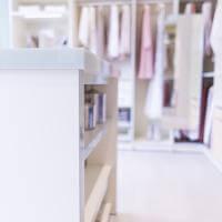 Cabinet Einbauschrank Erfurt, Begehbarer Kleiderschrank für Frauen, Derhspiegel im Kleiderschrank