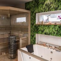 Bad Möbel Dusche Wanne Whirlpool Holz Sauna Waschtisch Doppelwaschtisch Ofen Saunaofen Fliesen Pflanzen Bambus Kieppe Einbauschrank Entspannen Relaxen Zeit Für Sich Oase Wellness