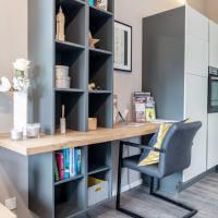 Ferienwohnung Küche Kochen Einrichtung Schrank Sofa Wohnen Esstisch Stühle Mediaboard Küchenmöbel Holzoptik Siemens Bora
