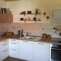 Kundenprojekt Küche Erfurt - modern, wohnlich, viel Arbeitsfläche und schräger Wandhaube