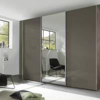 Spiegeltür am freistehenden Kleiderschrank